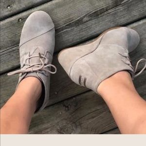 Toms Kala Suede Booties -8.5 taupe wedges , NWOT